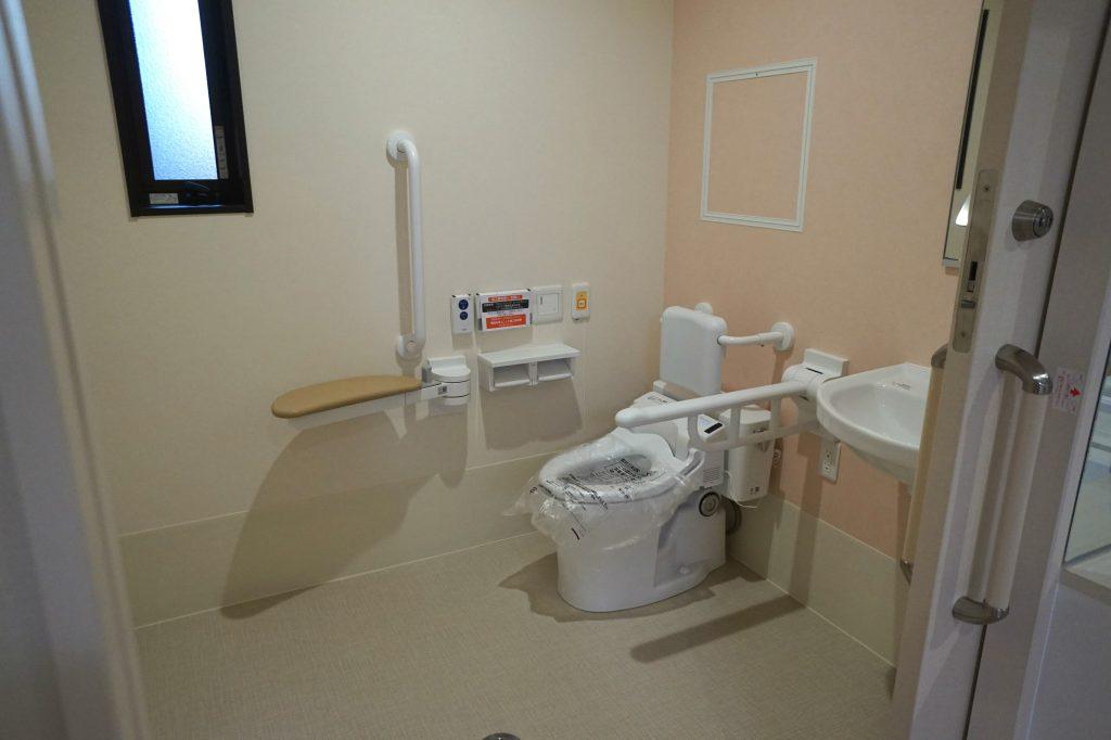 施設トイレ